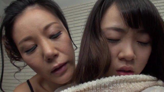 18-летняя шлюховатая милфа с ангелом на диване с избыточным весом - лесбо 1080p, явка