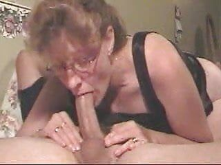 Dilettante milf gives a deepthroat to die for