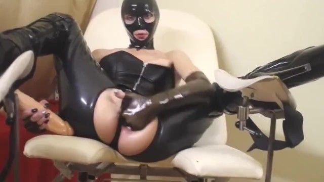 Latex older fetish anal part2 лateksnaya mamka ebet svoi drki two