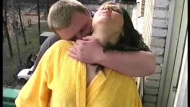 Русский медведь накачивает женщину - очень реалистичный секс