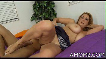 Mamma acquiert son anal creampied