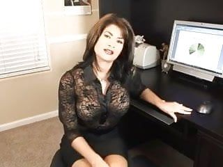 Sexy milf office oral-service