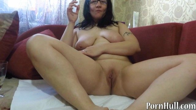 Aged milf, pissing and smoking. urine fetish