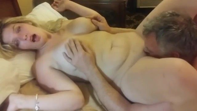 Aged milf having a real agonorgasmos thanks to her neighbour