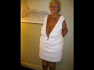 Mujer encantadora con tetas encantadoras