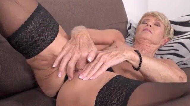 Abuela vieja y delgada quiere follar
