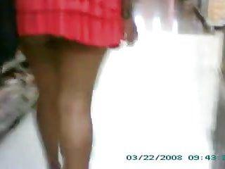 Esposa mini saia publico- mini petticoat wife exhib in public-2